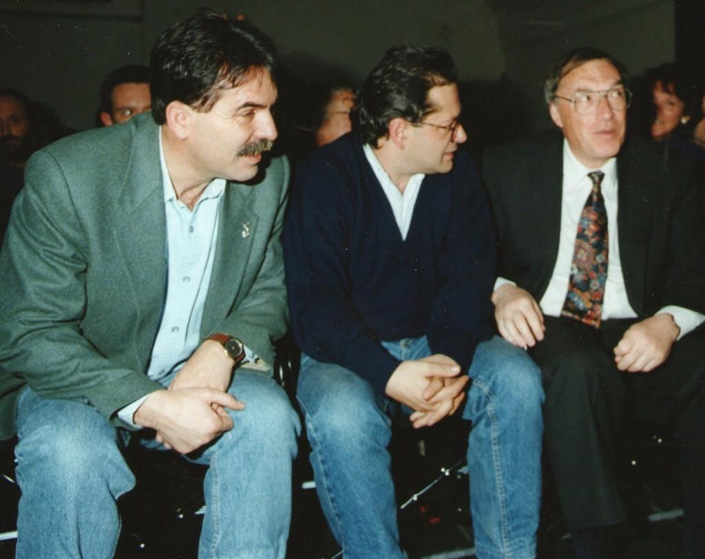 1993. 1. Con el entonces ministro de cultura, Jordi Solé Tura, junto a Chema Alonso (c) Paco Manzano