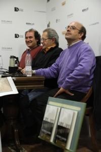 Presentando Vis a Vis en Madrid, en Hislibris Tabernae, con Alfons Cervera al fondo y Miguel Ángel del Arco en primer plano.